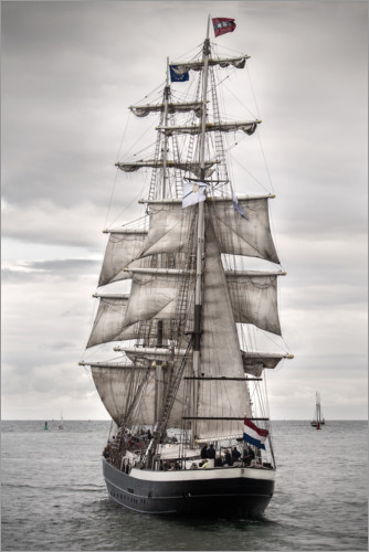 Póster Premium Old sailing ship at the coast