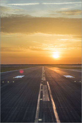 Póster Premium Runway in the sunset