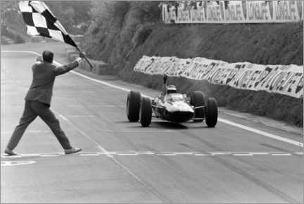 Póster Premium  Jim Clark takes the chequered flag, French GP 1965