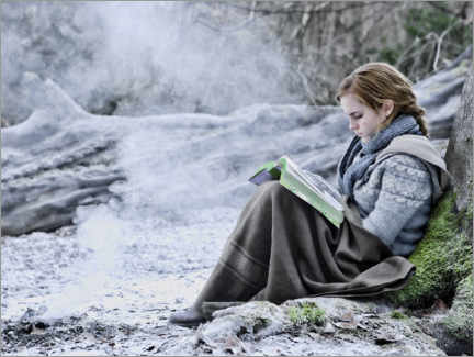 Póster Premium  The Deathly Hallows I - Hermione with her book
