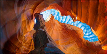 Póster Premium Skies over Upper Antelope Canyon