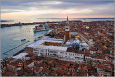 Póster Premium Aerial view of St Mark's square at sunset, Venice