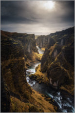 Póster Premium River leads through a canyon in Iceland