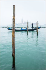 Quadro em plexi-alumínio  Gondolier with his gondola on the water in Venice in fog - Jan Christopher Becke