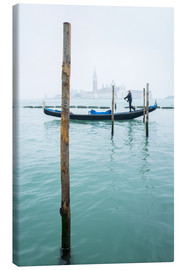 Quadro em tela  Gondolier with his gondola on the water in Venice in fog - Jan Christopher Becke