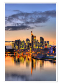 Póster Premium  Frankfurt skyline reflected in the Main - HADYPHOTO