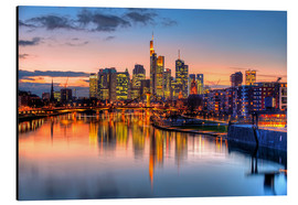 Quadro em alumínio  Frankfurt skyline at sunset reflected in the Main - HADYPHOTO