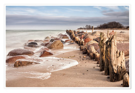 Póster Premium Groyne and stones on shore of the Baltic Sea