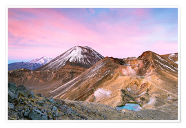 Póster Premium Awesome sunrise on Mount Ngauruhoe and red crater, Tongariro crossing, New Zealand