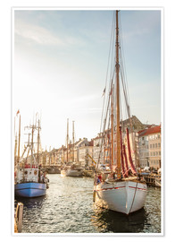 Póster Premium  Old sailing boat in evening light in Nyhavn in Copenhagen. Denmark - Christian Müringer