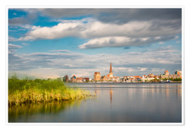 Póster Premium  View over the river Warnow to Rostock (Germany) - Rico Ködder