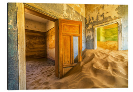 Quadro em alumínio  Sand in the premises of an abandoned house - Robert Postma