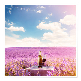 Póster Premium  Red wine bottle and wine glass in lavender field
