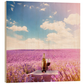 Quadro de madeira  Red wine bottle and wine glass in lavender field