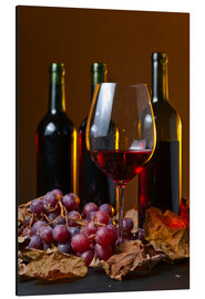 Quadro em alumínio  red wine with grapes and vine leaves