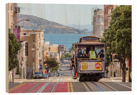Quadro de madeira  Cable car on a hill in the streets of San Francisco, California, USA - Matteo Colombo
