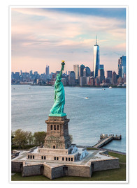 Póster Premium  Statue of Liberty and One World Trade Center - Matteo Colombo