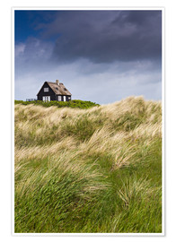 Póster Premium  Cottage in the dunes during storm