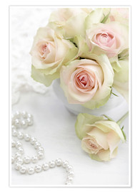 Póster Premium  Pastel-colored roses with pearls