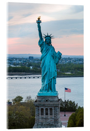 Quadro em acrílico  Aerial view of the Statue of Liberty at sunset, New York city, USA - Matteo Colombo