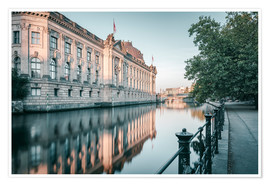 Póster Premium Bode Museum Reflection in the River Spree
