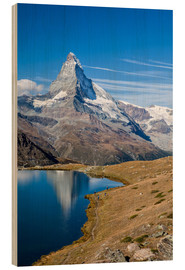 Quadro de madeira  Hikers walking on the path beside the Stellisee with the Matterhorn reflected. Zermatt Canton of Val - Roberto Sysa Moiola
