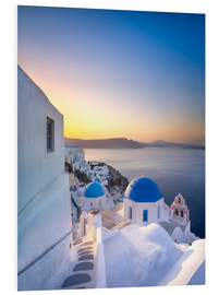Quadro em PVC  Sunrise over the blue roofs of Santorini - Jan Christopher Becke