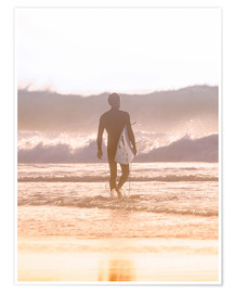 Póster Premium Lonely surfer on the beach