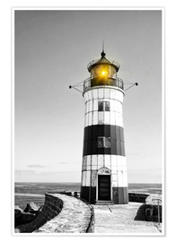 Póster Premium  Lighthouse with yellow light