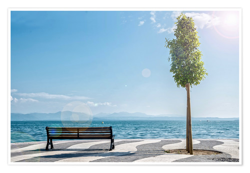 Póster Premium Shore of Lake Garda with Alps on the horizon