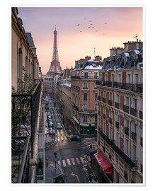 Póster Premium  Street in Paris with Eiffel tower at sunset - Jan Christopher Becke