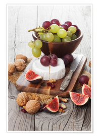 Póster Premium  Camembert cheese with figs, nuts and grapes