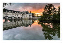 Póster Premium Castle Chenonceau reflects in the Loire at sunset