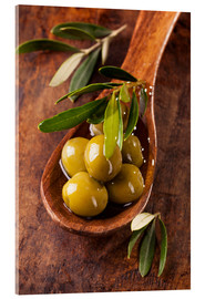 Quadro em acrílico  Spoon with green olives on a wooden table - Elena Schweitzer
